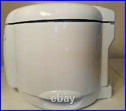 Delonghi Cool Touch Deep Fryer 2.2 lb Oil Drain, White, New Open Box D650-UX