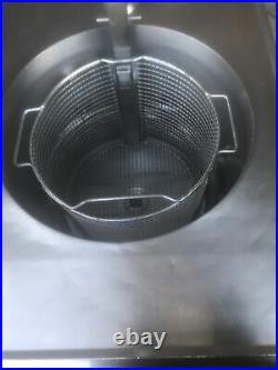 Electric Deep Fryer With Filter System And Basket. Extra Clean